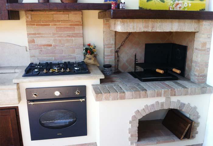 Cucina In Muratura Con Forno A Legna.Cucina In Muratura Con Caminetto Cucine In Muratura